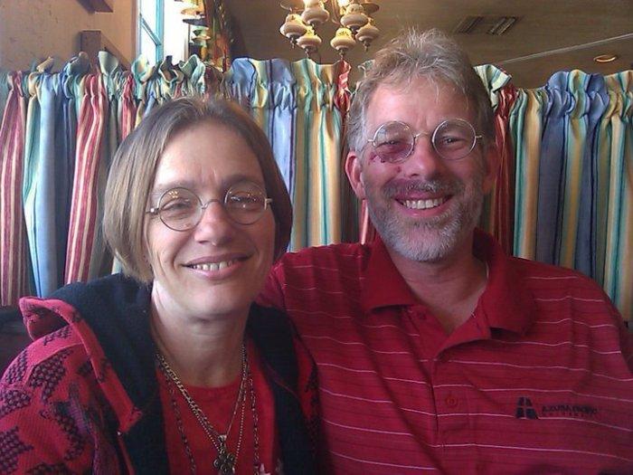 David W. Daniels con su esposa Deborah Woods